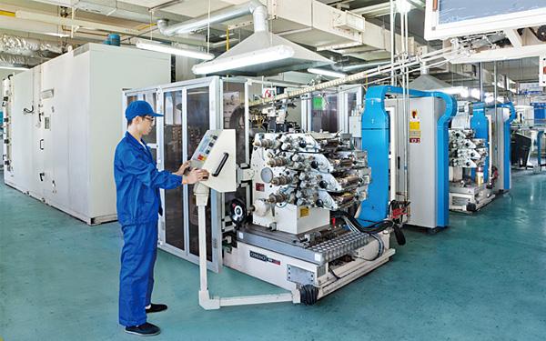 进口多色铝盖辊印生产线(300 只/ 分钟)